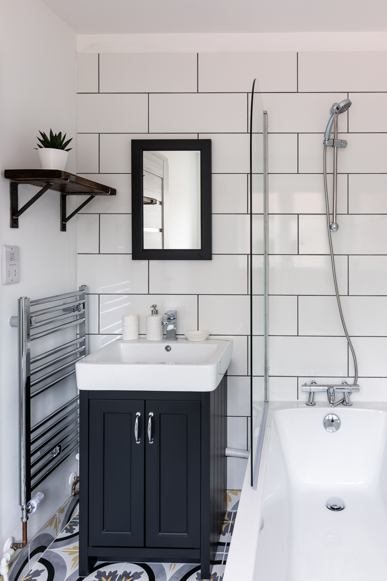 bathroom of serviced apartment exeter